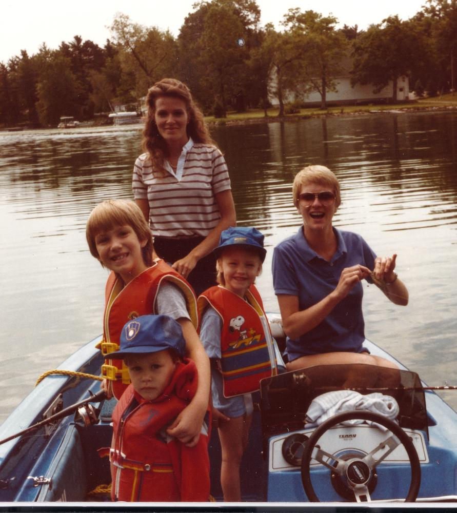 Article 1490028965 vandyke j jackie mark and aunties in the boat